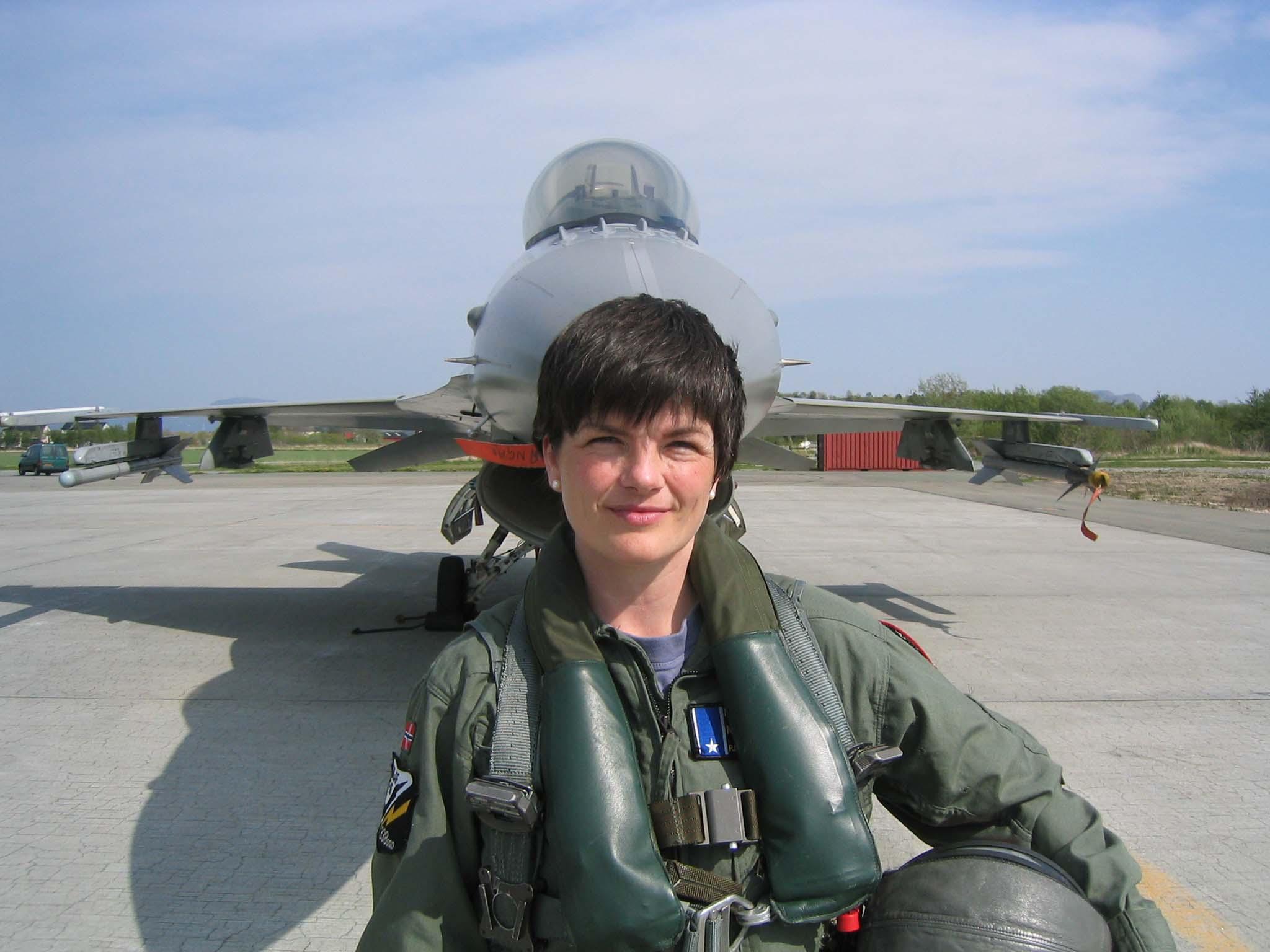 Фото зрелой пилотки 18 фотография